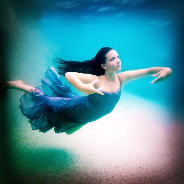 underwater model dancing